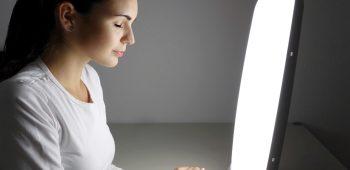 Svetelna terapie akne